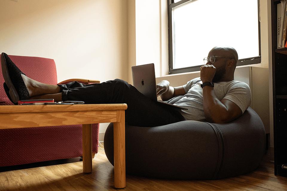 beneficios-de-estudar-sem-sair-de-casa