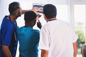 equipe de médicos de odontologia