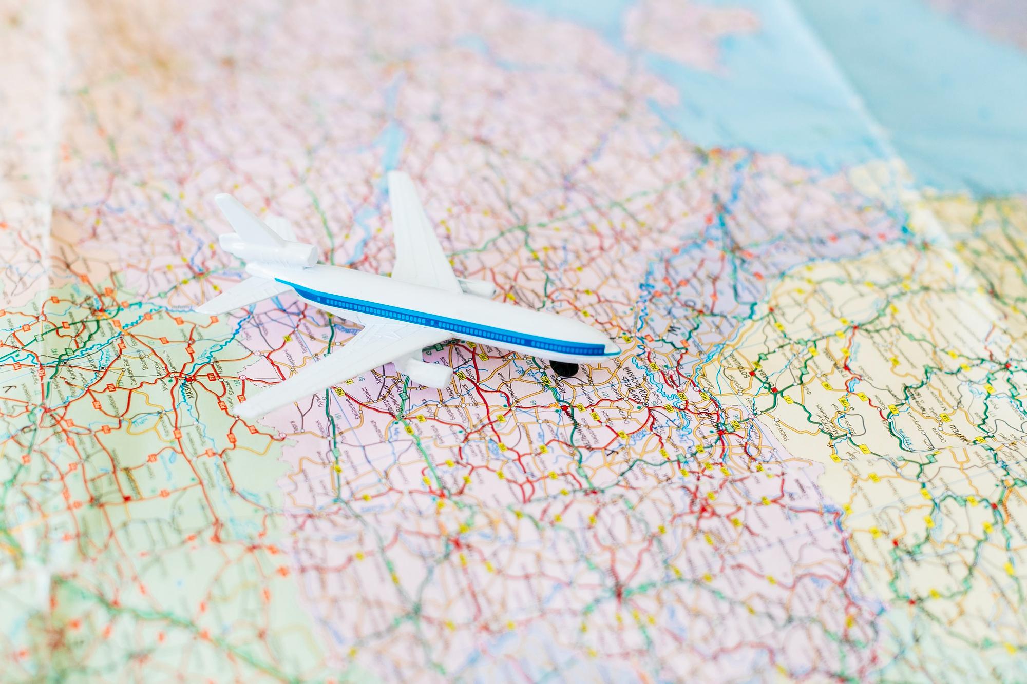 aviao-com-intercambistas-em-mapa-mundial
